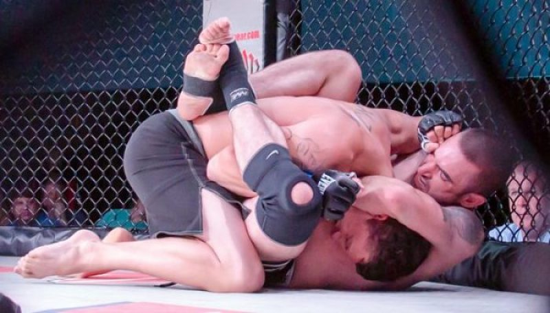 BJJ in MMA Fight - Guillotine